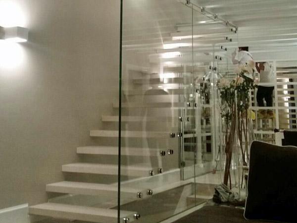 Scala in vetro milano realizzazione a chiocciola interna - Scale a chiocciola milano ...