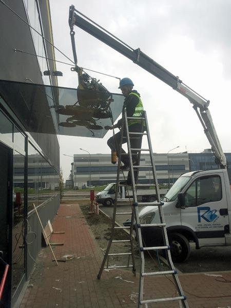 Installazione-vetrate-di-grandi-dimensioni-Milano